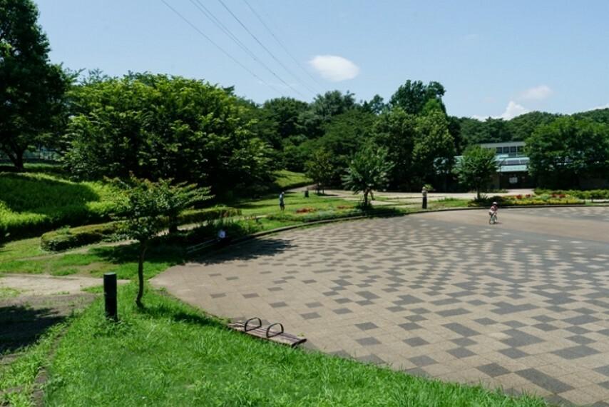 公園 約30haの広大な広さのある公園です。最近まで里山の風情を残す場所として、地元の人から愛されてます。(座間谷戸山公園・約1610m)