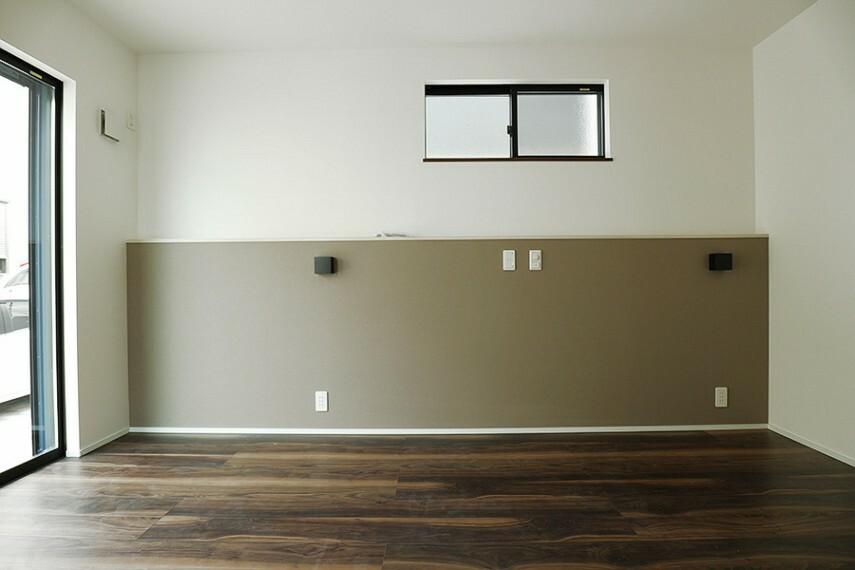 モデルハウス1号棟/主寝室  バルコニーに繋がる、アクセントクロスがお洒落な主寝室です。ウォークインクローゼット付きです。(※2021年2月撮影)
