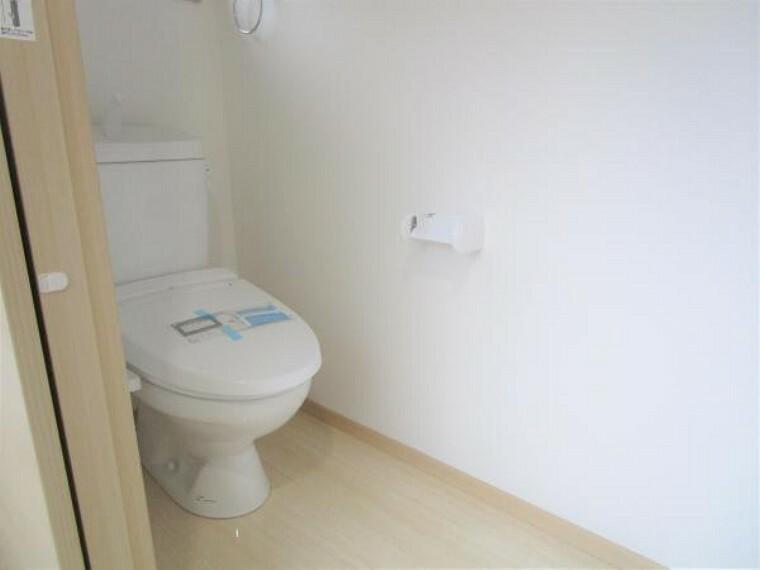 【リフォーム済】1階のトイレです。新品に交換しました。もちろんウォシュレット付きです。