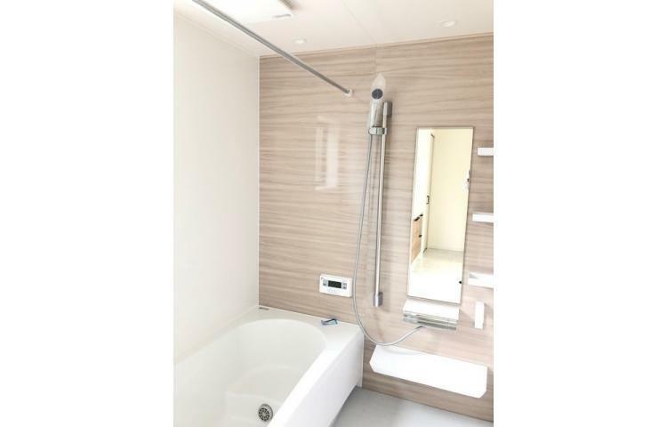浴室 No.1 浴室は一坪サイズの浴室乾燥機付。足を伸ばしてゆったりと入ることができ、一日の疲れを癒すことができます。