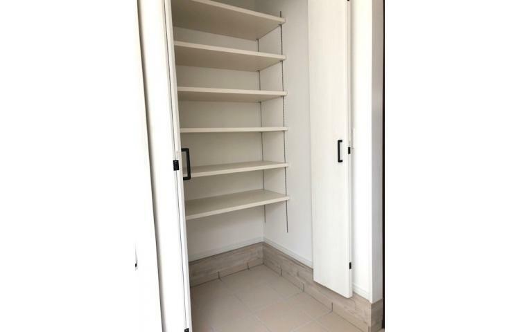 玄関 No.1 シューズクロークは、家族全員の靴をゆとりをもって収納でき、ベビーカーやゴルフ道具等の収納にも役立ちます。