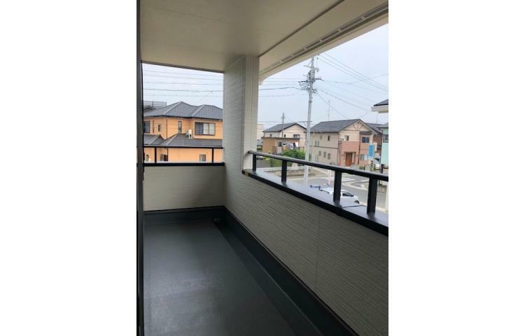バルコニー No.1 屋根付きバルコニー。お洗濯を干している際の急な雨も安心。