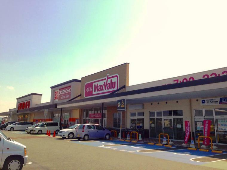 スーパー マックスバリュ浜北中瀬店まで520m 夜遅くまで営業しているので、仕事で遅くなっても買い物ができて便利です。