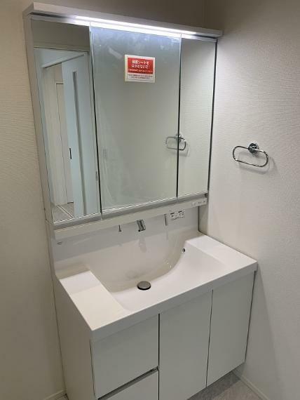 洗面化粧台 2021.1.12撮影(LIXIL仕様、三面鏡付洗面台)