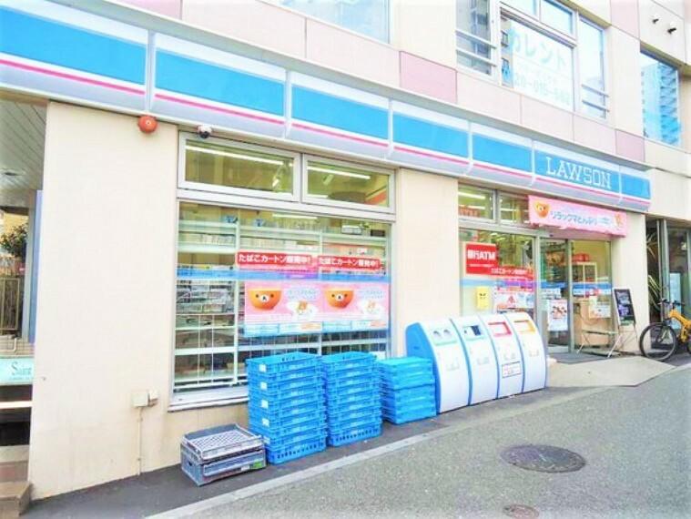 コンビニ 近くにコンビニがあり、ちょっとしたお買い物がしたい時に便利です。