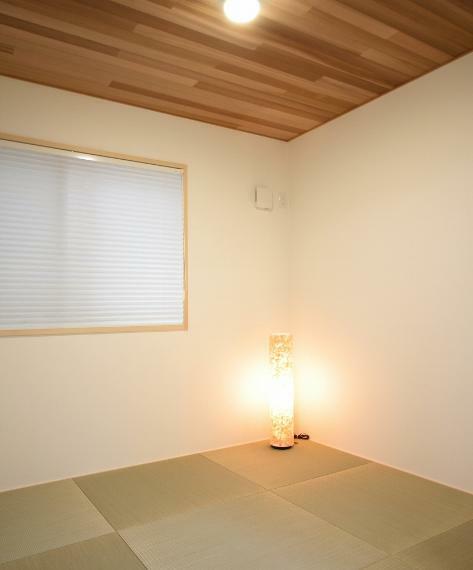 和室 A棟モデルハウス 和室 : リビング続きの和室が、広がりを感じさせます。