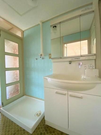 洗面化粧台 三面鏡の洗面台です