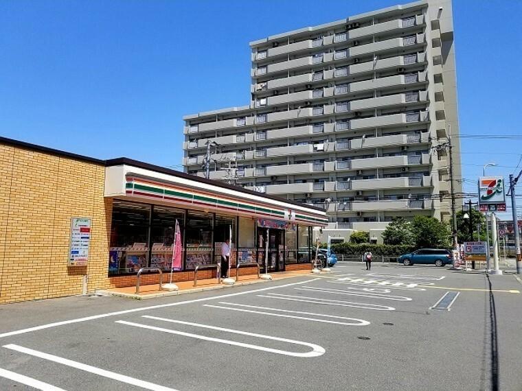 コンビニ セブンイレブン大阪北島3丁目店