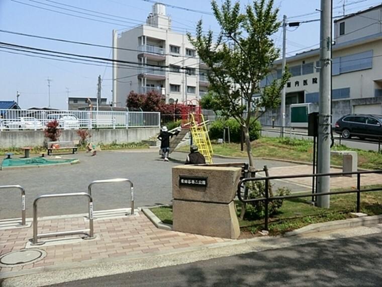 公園 栗田谷第二公園 住宅街のスタンダードな公園です。公園の設備には水飲み・手洗い場があります。