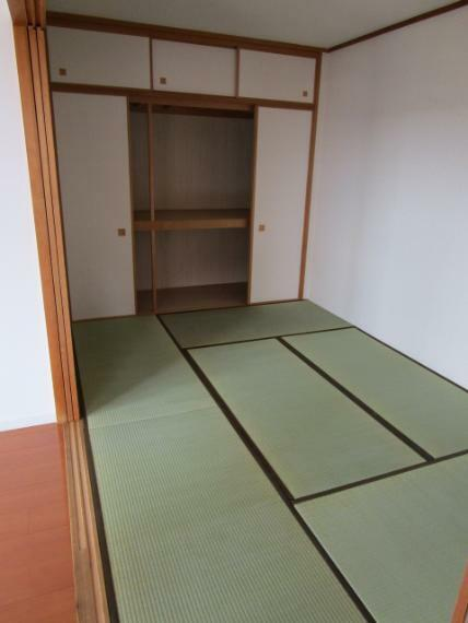 和室 LDKに面した和室6畳!収納力の高い押入収納付!畳表替・襖張替済!