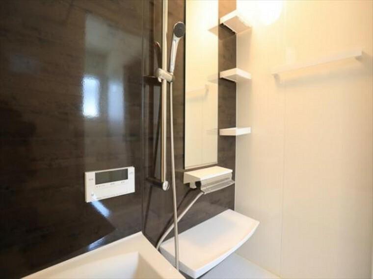 浴室 1日の疲れを癒してくれる広々とした浴室は癒しの空間としてカスタマイズが可能です。(8/27)
