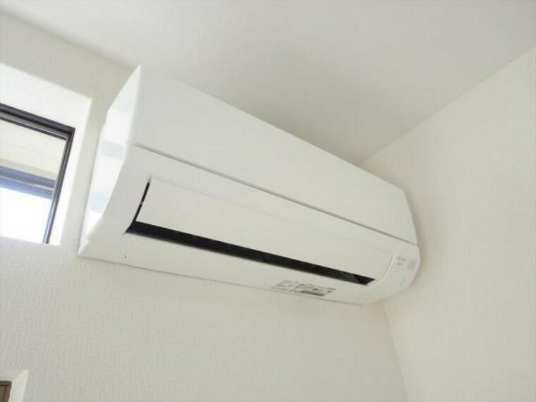【リフォーム済】エアコンはリビングにあらかじめ1台設置しました。追加工事も承っております。弊社で設置することにより住宅ローンでのお支払いも可能です。