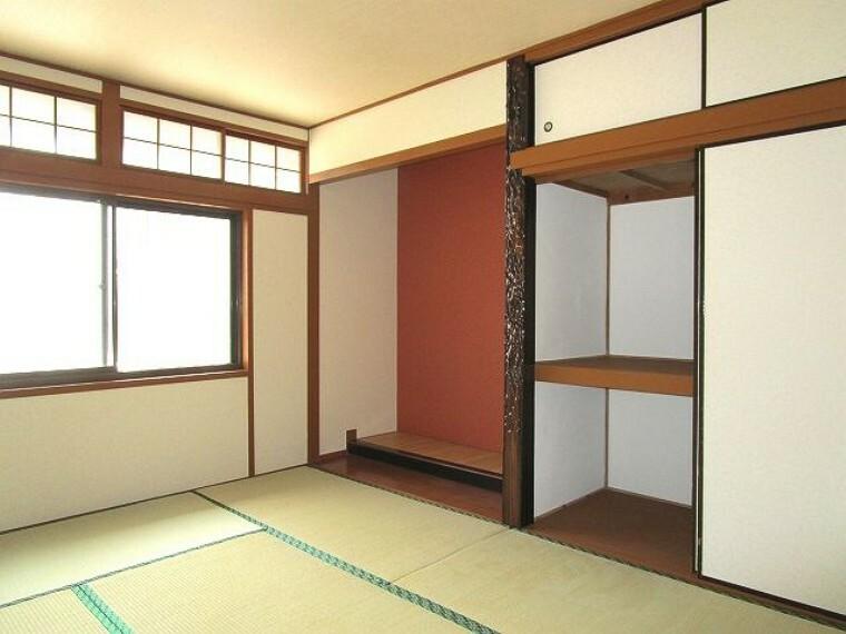 和室 1階和室6帖 本格的な床の間があり、掛け軸や骨董品が映えます