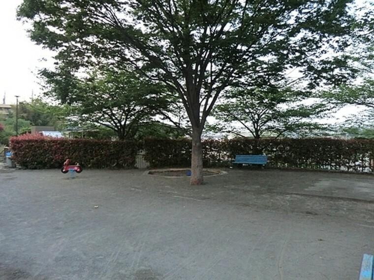 公園 馬場七丁目公園 馬場七丁目公園は横浜市鶴見区にある住宅街の十分な広さの公園です。公園の設備には水飲み・手洗い場があります。