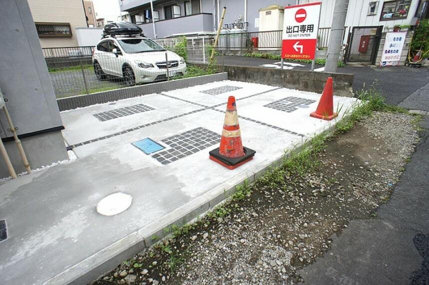 駐車場 生活に欠かせない自転車も置ける駐車スペース。