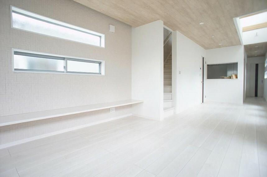 居間・リビング 白を基調としたリビングはどんなインテリアにもマッチします。