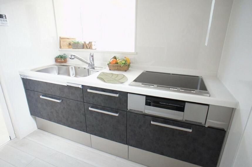 キッチン 毎日使うキッチンだから、使いやすさ&お手入れのしやすさにこだわりました。