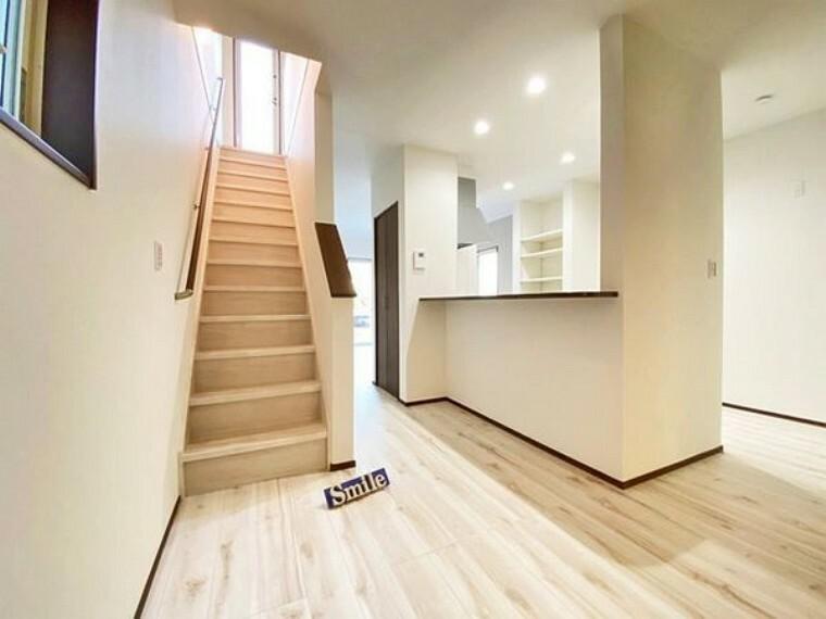 居間・リビング 家族が顔を合わせコミュニケーションのとりやすいリビングイン階段
