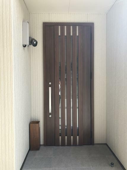 玄関 玄関(防犯カメラ付き)