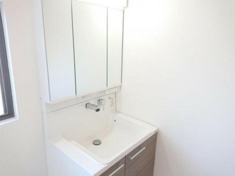 洗面化粧台 【リフォーム済】洗面化粧台はハウステック製の新品に交換しました。水栓はホース内蔵で使いやすいですよ。