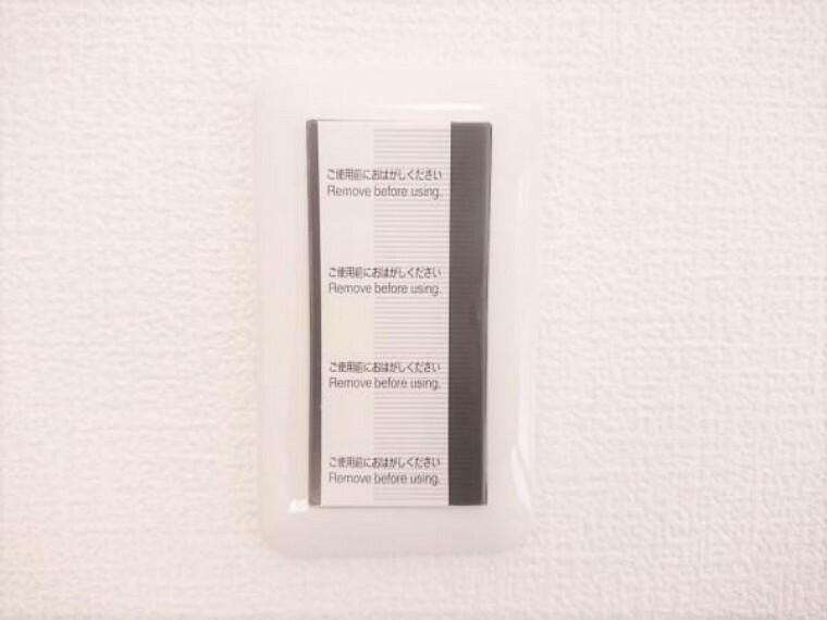 専用部・室内写真 【リフォーム済】照明スイッチはワイドタイプに交換しました。毎日手に触れる部分なので気になりますよね。新品できれいですし、見た目もオシャレで押しやすいです。