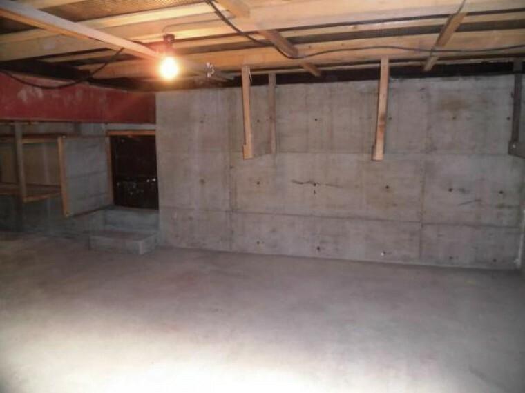 構造・工法・仕様 【床下】中古住宅の3大リスクである、雨漏り、主要構造部分の欠陥や腐食、給排水管の漏水や故障を2年間保証します。その前提で床下まで確認の上でリフォームしています。