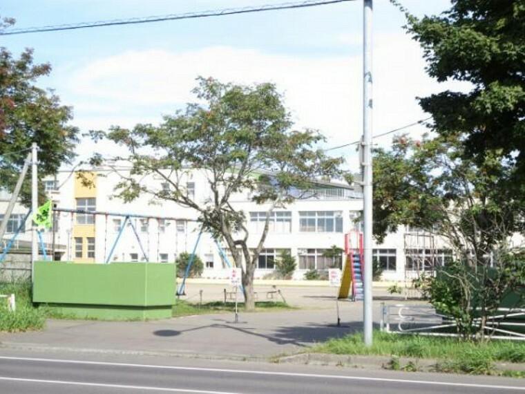 小学校 【小学校】鳥取小学校まで徒歩17分(約1300m)。お友達と楽しい通学時間を共有して下さい。