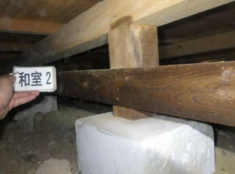 中古住宅の3大リスクである、雨漏り、主要構造部分の欠陥や腐食、給排水管の漏水や故障を2年間保証します。その前提で床下まで確認の上でリフォームし、シロアリの被害調査と防蟻工事もおこないます。