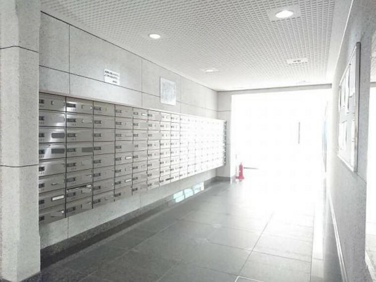 郵便受け 【共用部】マンション1階に集合ポストがございます。