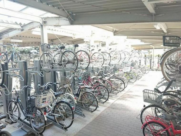 駐輪場 【共用部】駐輪場は232台の区画数です。月額100円です。