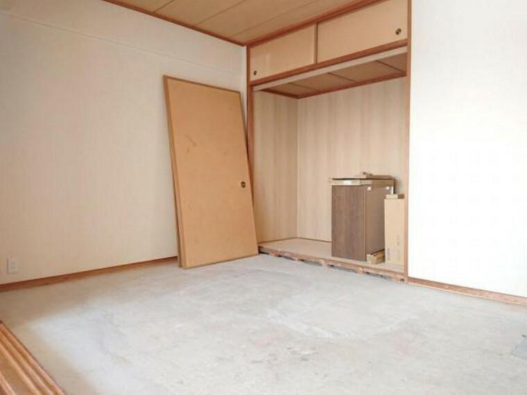 和室 【リフォーム前】和室の畳は表替えを行う予定です。イグサの香りに包まれますよ。