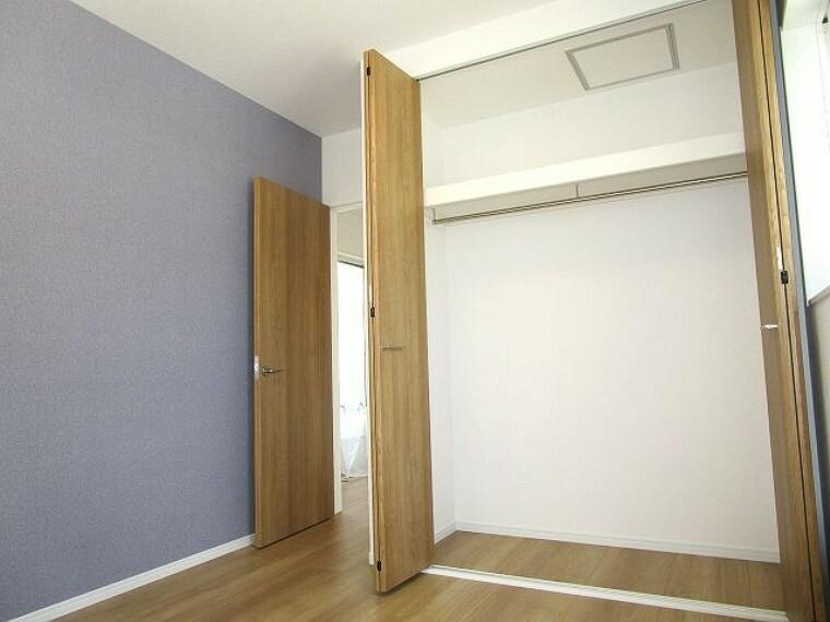 洋室 洋室5.2帖 各部屋にクローゼット設置