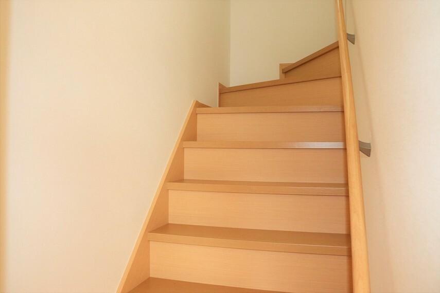 専用部・室内写真 手すり付きの階段