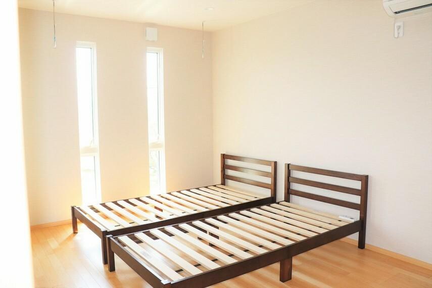 洋室 ベッドルーム エアコン付き ウォークインクローゼット2つあり