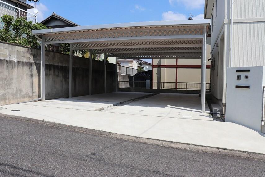 駐車場 駐車スペース6台 カーポート付き 電気自動車用コンセントあり