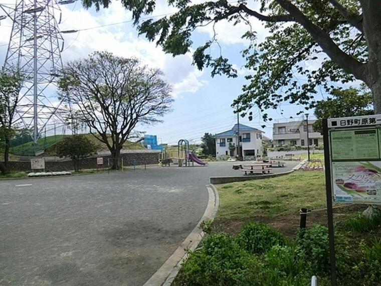 公園 日野町原第一公園 桜の木が植わっているのでお花見も出来そうです。ブランコや大人用の健康遊具もあるので、小さな子どもから大人まで過ごせます。