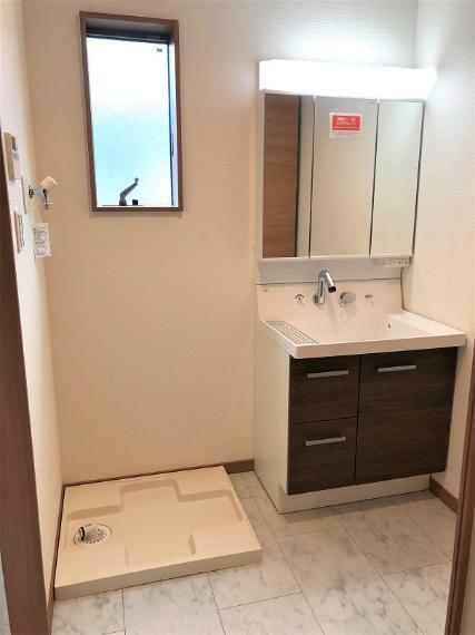 洗面化粧台 洗面脱衣室の施工例写真です。