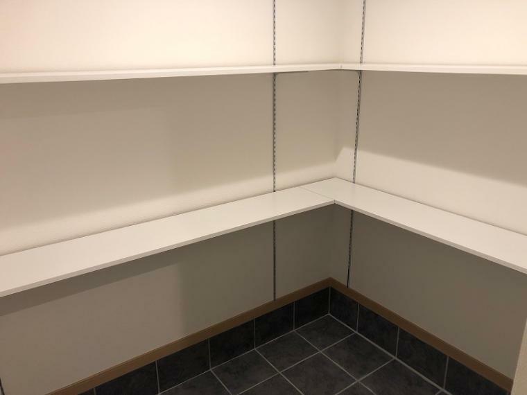 玄関 SIC(シューズインクローゼット)の施工例写真です。