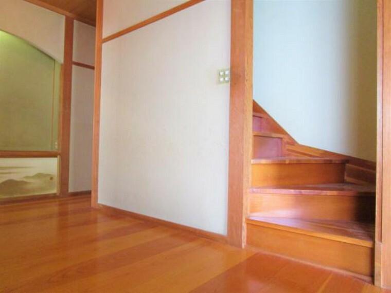 9/20撮影【リフォーム前・廊下からの階段】