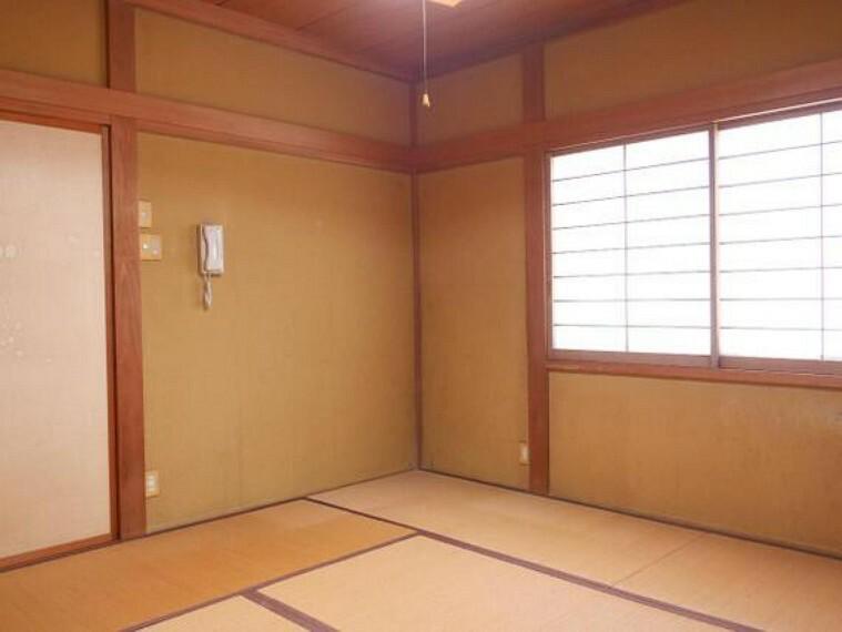 専用部・室内写真 畳のお部屋でのびのびと寛いで頂けます。