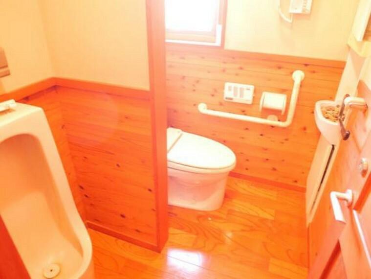 トイレ トイレです。奥の個室は手すりをお使い頂けます。
