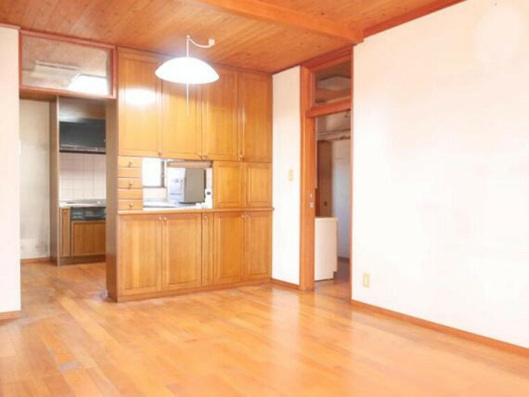 キッチン カウンタースペースを兼ねた収納です。