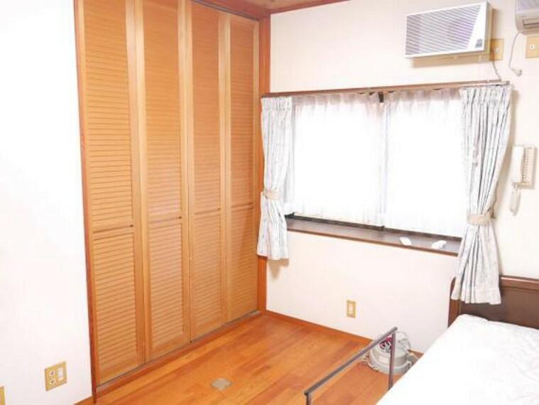 専用部・室内写真 出窓が奥行きを広げます。