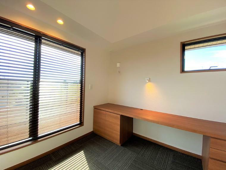 テレワーク対応のマルチスペース。室内干しスペースとしてもご利用いただけます