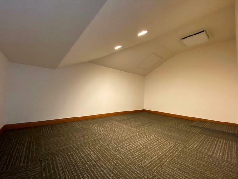 収納 マルチスペースから階段を上がれば小屋裏収納。うれしいスペースです!