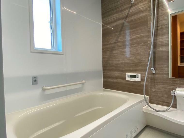 浴室 窓付きで明るい浴室