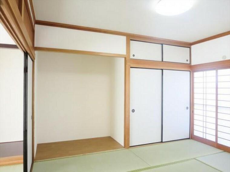 (リフォーム済)1階6畳和室は天井、壁をクロス貼りにし、畳を表替え・障子と襖を貼替しました。タンス置き場がありますので、家具で畳が傷つかないで済みますね。