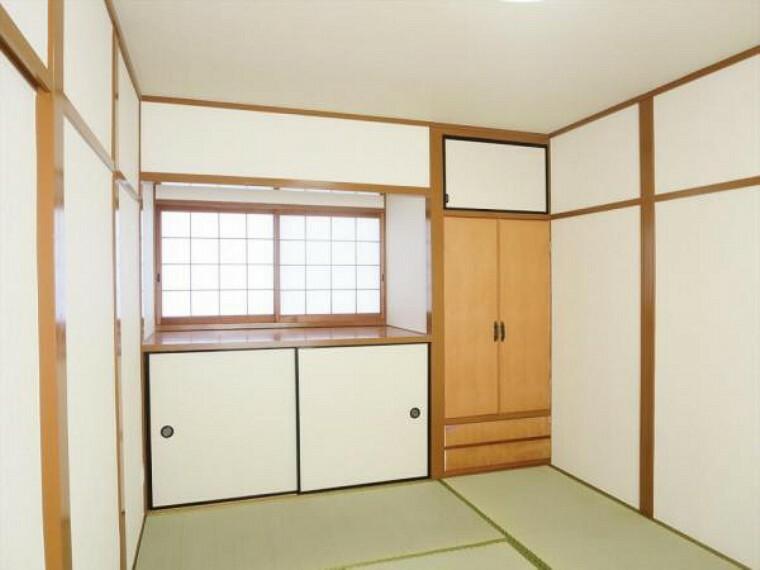 (リフォーム済)2階6畳和室は天井、壁をクロス貼りにし、畳を表替え・障子と襖を貼替ました。物入れがありますので、お部屋をすっきり片付けられますよ。
