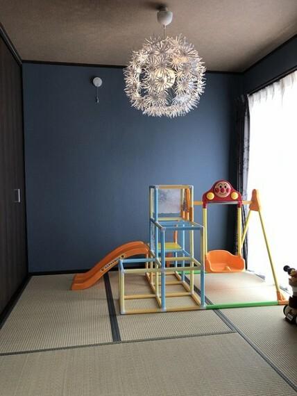 和室 床が柔らかい和室付の物件!お子様の遊び部屋としてもお使いいただけます。 疲れたらそのまま横になって全身のび・・・そんな畳の上での寛ぎも気持ち良さそうですね。
