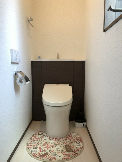 トイレ トイレは1Fと2Fにあり、忙しい朝も大活躍です! 窓があり換気もできますね。